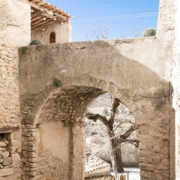 Le portail Sainte Marie - Les Calades du Ventoux © Francis Manguy
